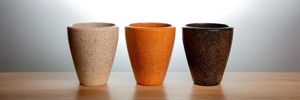 drei Orchideentoepfe aus Keramik gesprenkelt
