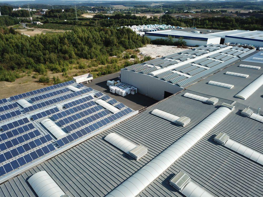 Sonnenkolletkoren auf der Produktionshalle
